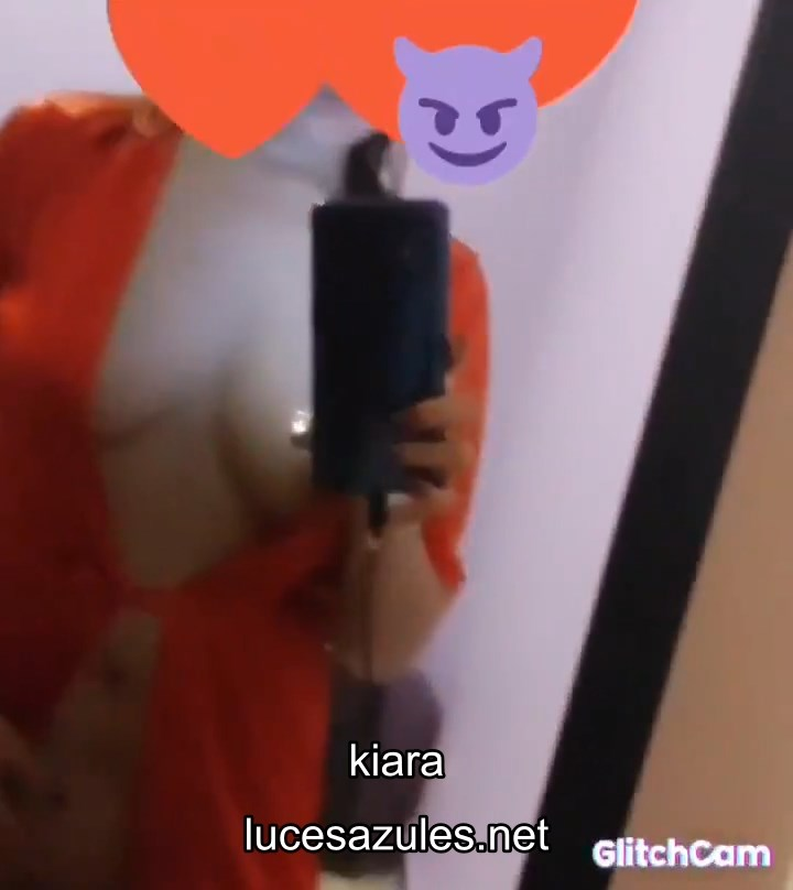 kiara  – En Bata Roja
